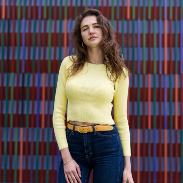 Model mit Maria gelb 1 modell